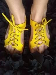 Rasteira amarela com amarração Tam 37