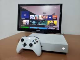 Xbox One S 1tb muito novo com 3 jogos