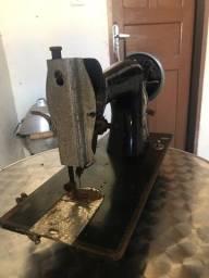 Máquina de costura Victoria antiga