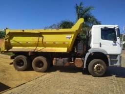 Título do anúncio: Caminhão traçado Vw 31320 ano 2012 basculante caçamba