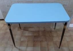 Mesa + 3 bancos de formica