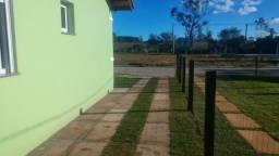 Em Nova Santa Rita, pronto parar morar, Casa 2 dormitórios, com pátio, à 900 metros da BR