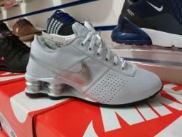 Nike Shox Branco em Couro