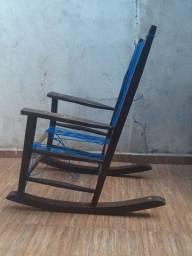 Cadeira de balanço antiga em madeira... passo cartão