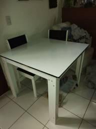 Mesa com 4 cadeiras nova!