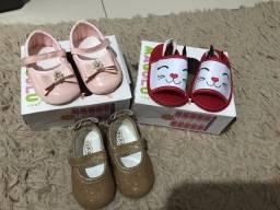 Sapatilhas e sandália para bebê menina