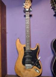 Guitarra Aria em bom estado