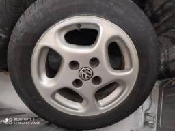 Título do anúncio: Roda liga 14 com pneu (usada)