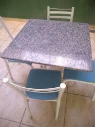 Mesa granito com 04 cadeiras