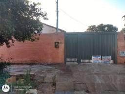 Alugo casa de 03 dormitórios no bairro Universitário!!Confira agora mesmo