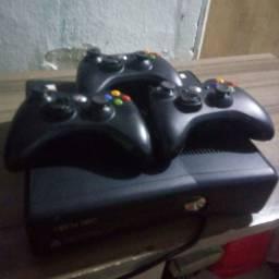 Xbox 360 com 3 controles 30 jogos e um hd de 250gb