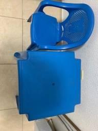 Vendo mesa e cadeira infantil