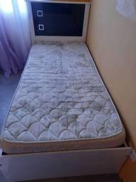 Cama de solteiro com colchão 130$