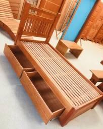 Cama de solteiro com gavetas em madeira maciça
