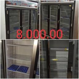 Vendo um  congelador 3 porta  2 máquina de frango  2 caixas