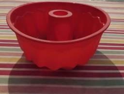 Título do anúncio: Forma de bolo de silicone vermelha