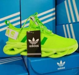 Vendo tênis Adidas yeezy ( 120 com entrega)