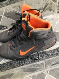 Título do anúncio: Basqueteira Tênis Nike TAM 43/44