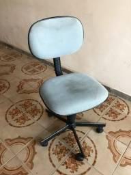 Título do anúncio: Cadeira giratória com rodinhas