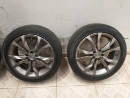 Vendo roda aro 17 5 furos com pneus em bom estado