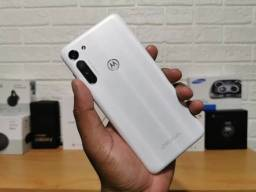 Moto g8 64 GB único dono , faço troca por iPhone