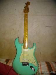 Vendo ou troco guitarra, qualquer coisa entrar em contato pelo what 98132-0817