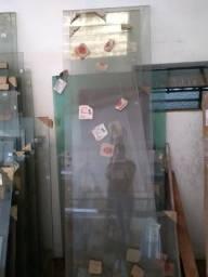 Janelas e Portas de Vidro. Lote com mais de 500M2