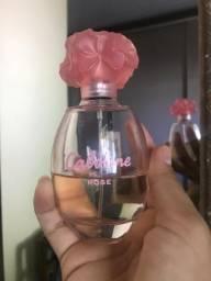 Cabotine Rose com 50 ml. Comprei em uma viajem. Estou grávida e enjoei do f41b52ad7e249