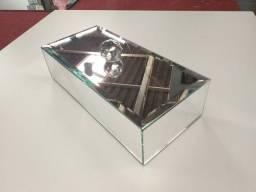 Caixa espelhada com bisotê e puxador de cristal
