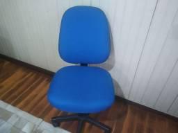 Cadeira de escritório com tecido azul nova.