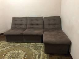 Sofá em suede marrom de três lugares