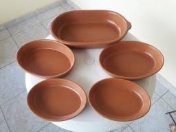 Jogo de cinco travessas ovais em cerâmica