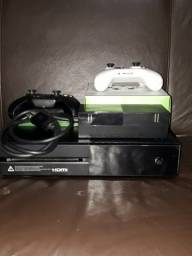 XBOX ONE - 800 GB / 8 RAM