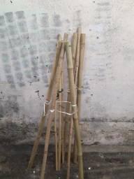 Tripé de Bambu para flores, vasos ou coroas