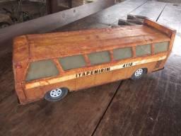Título do anúncio: Ônibus de lata antigo