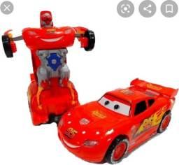 Carrinho que vira robô