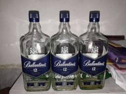 3 Garrafas de whiskey Ballantines vazia