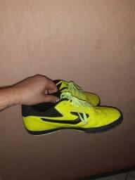 Título do anúncio: >> Vendo Tênis Topper Futsal Original <<<br>