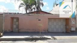 Título do anúncio: Casa com 3 dormitórios à venda, 240 m² por R$ 525.000,00 - Sagrada Família - Montes Claros