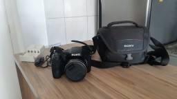 Câmera Digital Sony DSC-H300, 20.1MP, Zoom Óptico 35x, Filma HD, Foto Panorâmica<br>