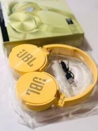 Fone de Ouvido JBL Bluetooth  com microfone, entrada para cartão de memória e rádio FM
