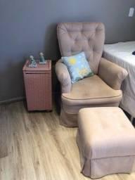Cadeira de amamentação e balanço (com puf)
