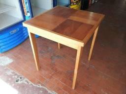 Mesa de madeira ipe