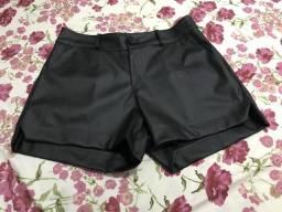 Short preto couro fake!