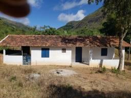 Pequena casa de campo para quem quer ter um refúgio fora da cidade