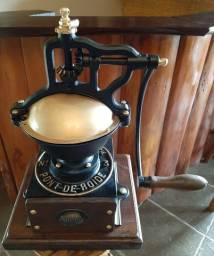 Moedor de café francês Peugeot número 3,totalmente restaurado.