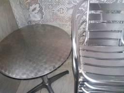 Mesa e cadeiras de alumínio