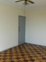 Apto Amplo em Vista Alegre 03 Quartos, 02 Banheiros, Garagem
