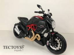 Miniatura Ducati Diavel Carbon Maisto 1:12