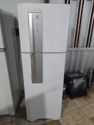 Título do anúncio: Geladeira Electrolux 382 litros